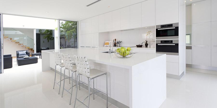 מטבח לבן בעיצוב קלאסי