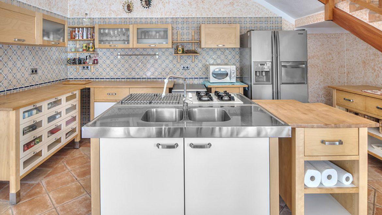 שילוב שיש במטבחים מודרניים מעוצבים